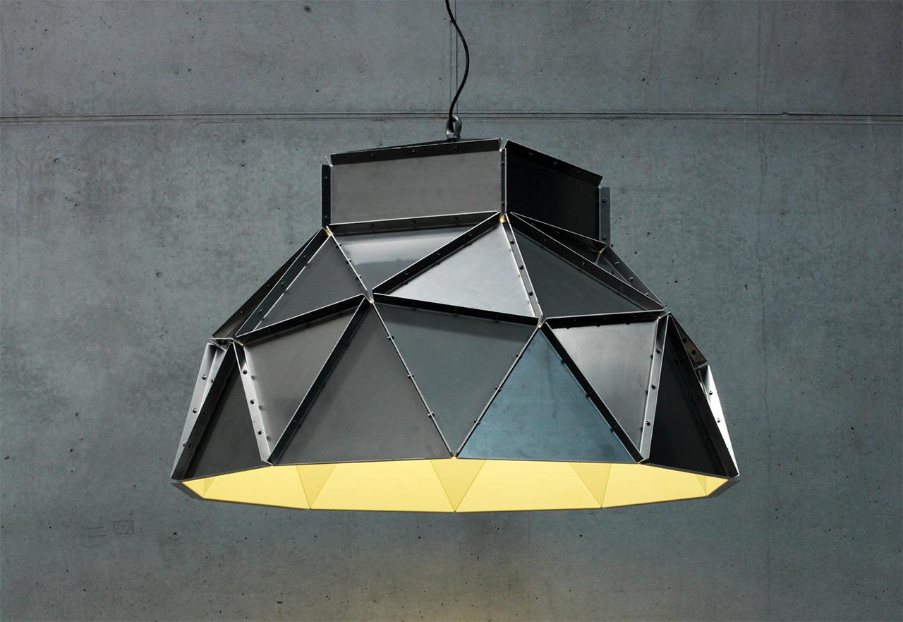 Dark-Apollo-lamp